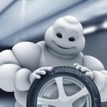 Bimbendum Michelin ispeziona un pneumatico