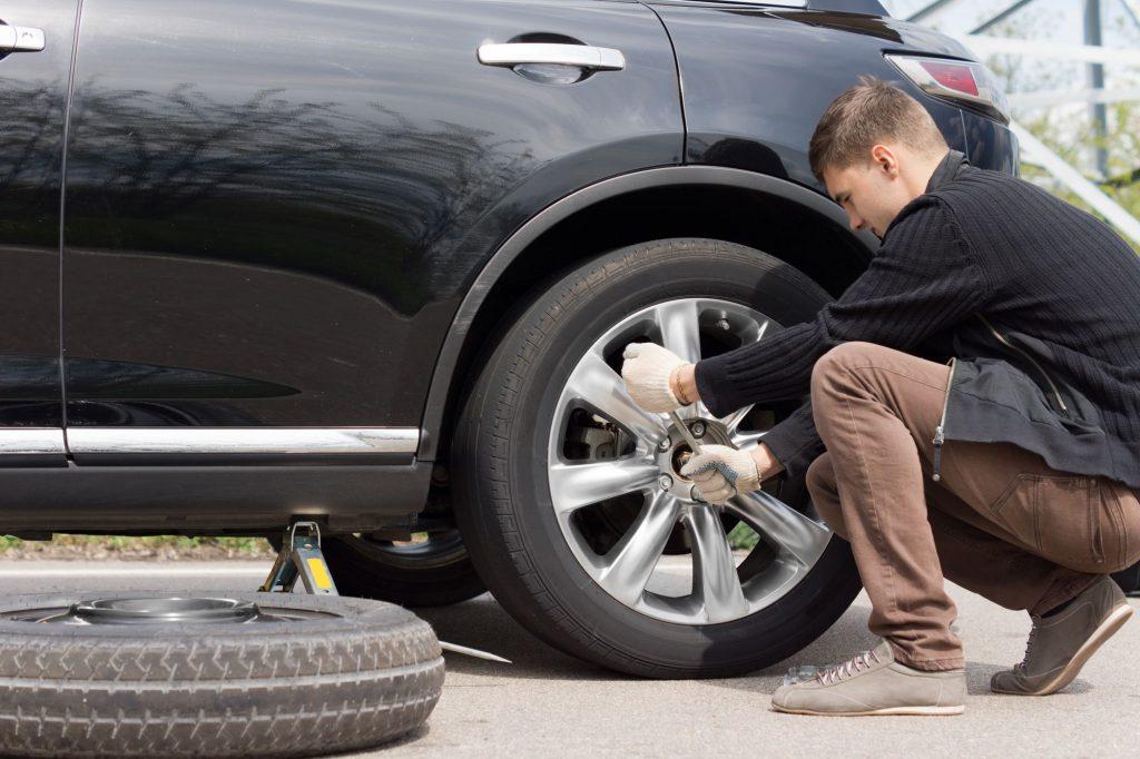 È possibile utilizzare pneumatici runflat su un'auto dotata di pneumatici standard?